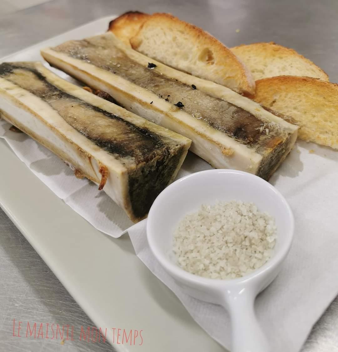 Os à moëlle avec toasts et gros sel